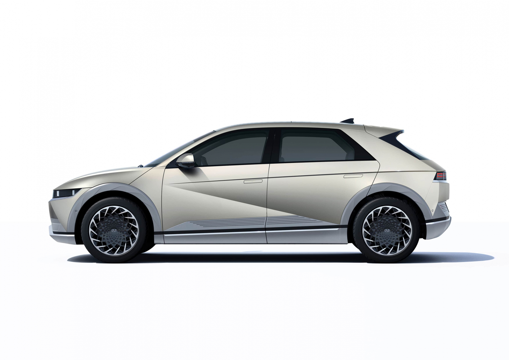 Hyundai IONIQ 5 переосмислює спосіб життя з електричною мобільністю   ТОВ «Хюндай Центр Полтава» - фото 12
